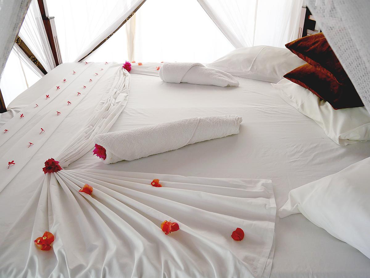 white-sans-hotel-bed