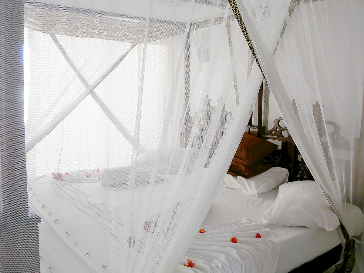 white-sans-hotel